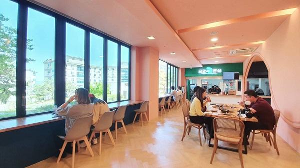 Khu căng tin thoáng mát sạch đẹp tại Trường Đại Học Soonchunhyang Hàn Quốc