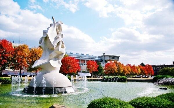 Khuôn viên Đại học Quốc gia Chonnam rất đẹp và thơ mộng