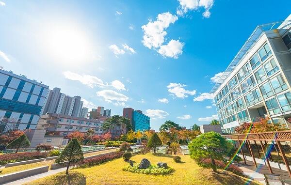 Khuôn viên Sogang University rực rỡ đầy sắc màu