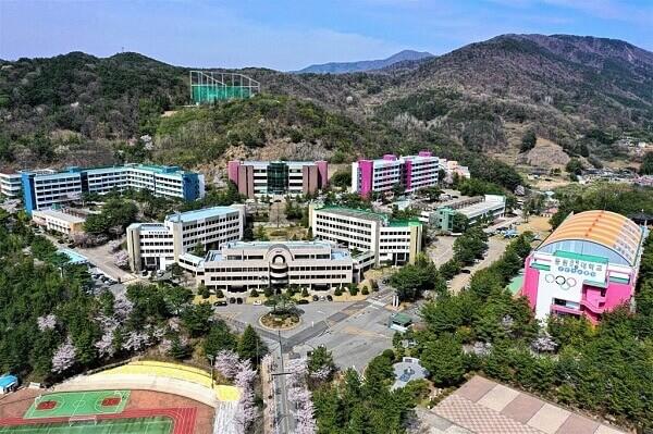 Khuôn viên đầy sắc màu của Dongwon Institute of Science and Technology