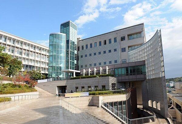 Khuôn viên hiện đại của trường đại học Kookmin
