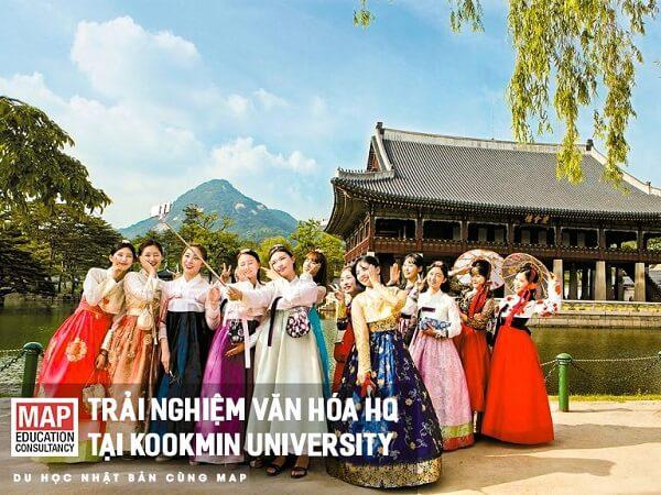 Sinh viên lớp trải nghiệm văn hóa của Đại học Kookmin