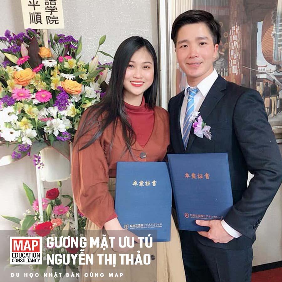 Thảo nhận được tấm bằng tốt nghiệp của trường Cao đẳng Tokyo International Business College