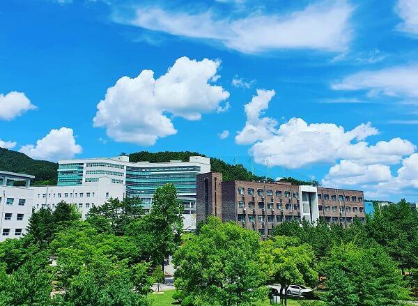 Khuôn viên Andong National University xanh mát vào mùa hạ