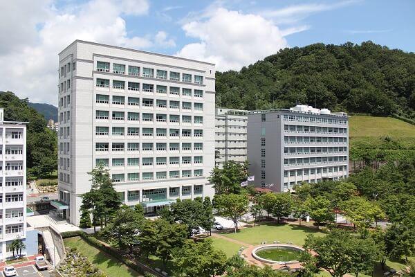 Một tòa học xá tại trường đại học Changshin Hàn Quốc