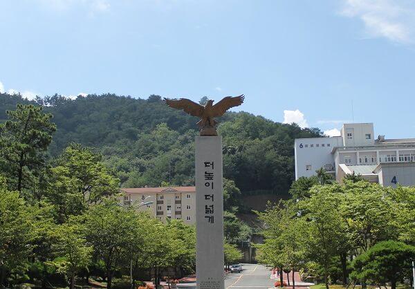 Khuôn viên Changshin University xanh mát vào mùa hạ