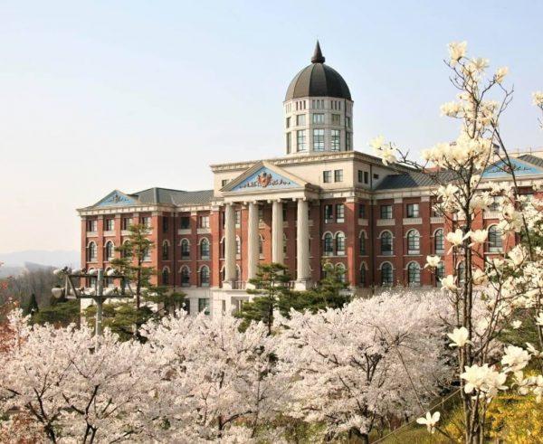 Học xá trường Tongwon đẹp nên thơ vào mùa xuân