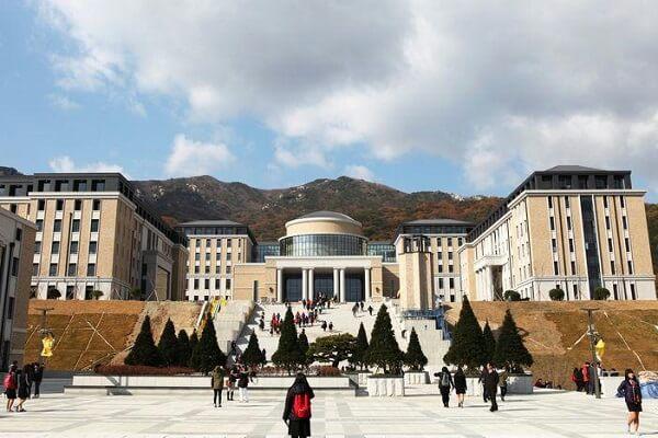 Toà học xá chính tại trường Ngoại ngữ Busan Hàn Quốc