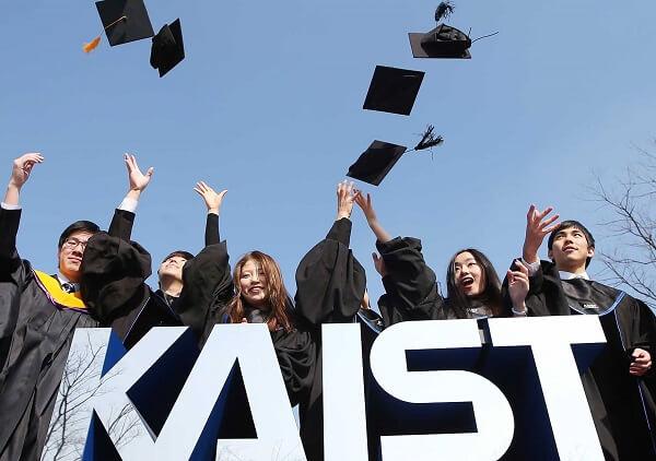Sinh viên Đại học KAIST trong ngày tốt nghiệp