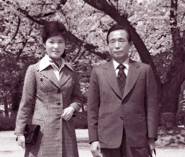 Cố Tổng thống Park Chung Hee và con gái - cựu Tổng thống Park Geun-hye