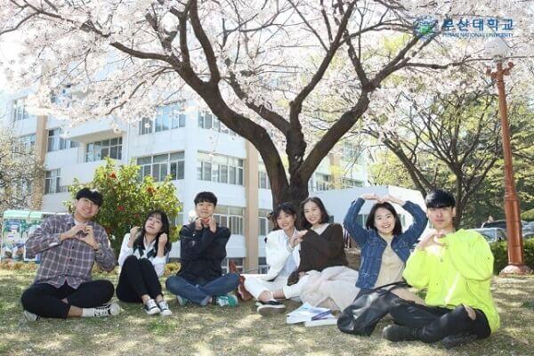 Sinh viên trường Đại học Quốc gia Busan