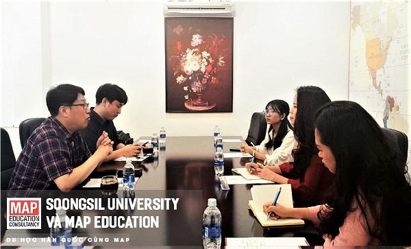 Đại diện trường Hàn Quốc và đại diện Du học MAP trao đổi về những cập nhật mới nhất