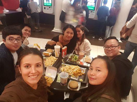 Nguyễn Văn Tú gặp gỡ và giao lưu cùng bạn bè quốc tế