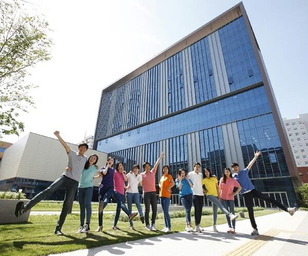 Toà học xá chính của cao đẳng Yeungnam