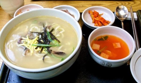 Bữa sáng tại căng-tin trường đại học Yonsei