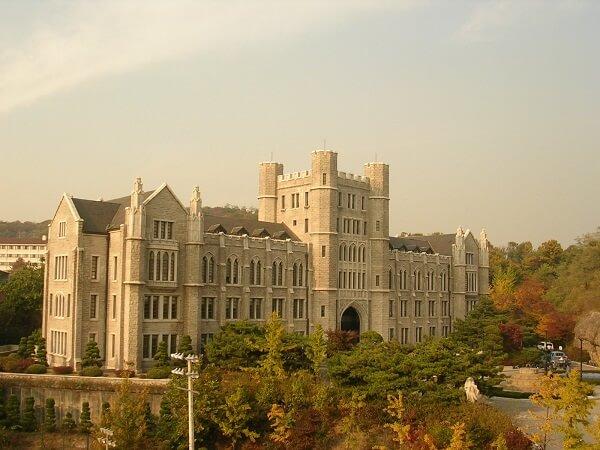 Trường đại học có yêu cầu đầu vào các ngành hệ tiếng Anh cao – Đại học Quốc gia Seoul