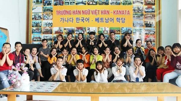 Nhân viên và học viên của Trung tâm Hàn Ngữ Kanata