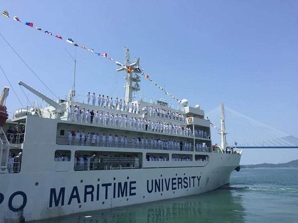 Con tàu biểu tượng của trường hàng hải Mokpo