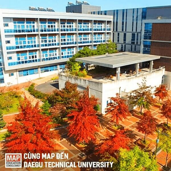 Daegu Technical University rực đỏ vào mùa thu
