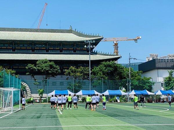 Sân bóng phục vụ hoạt động luyện tập và giải trí của sinh viên Daegu Tech