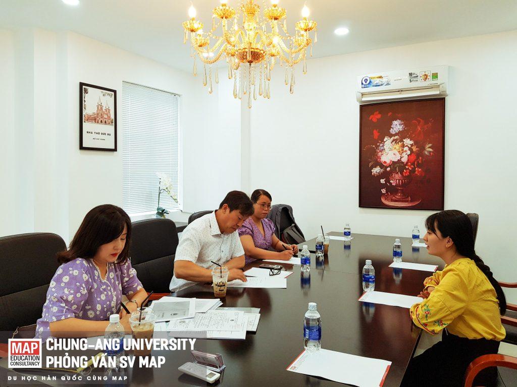 Đại diện trường Đại học Chung-Ang phỏng vấn sinh viên MAP