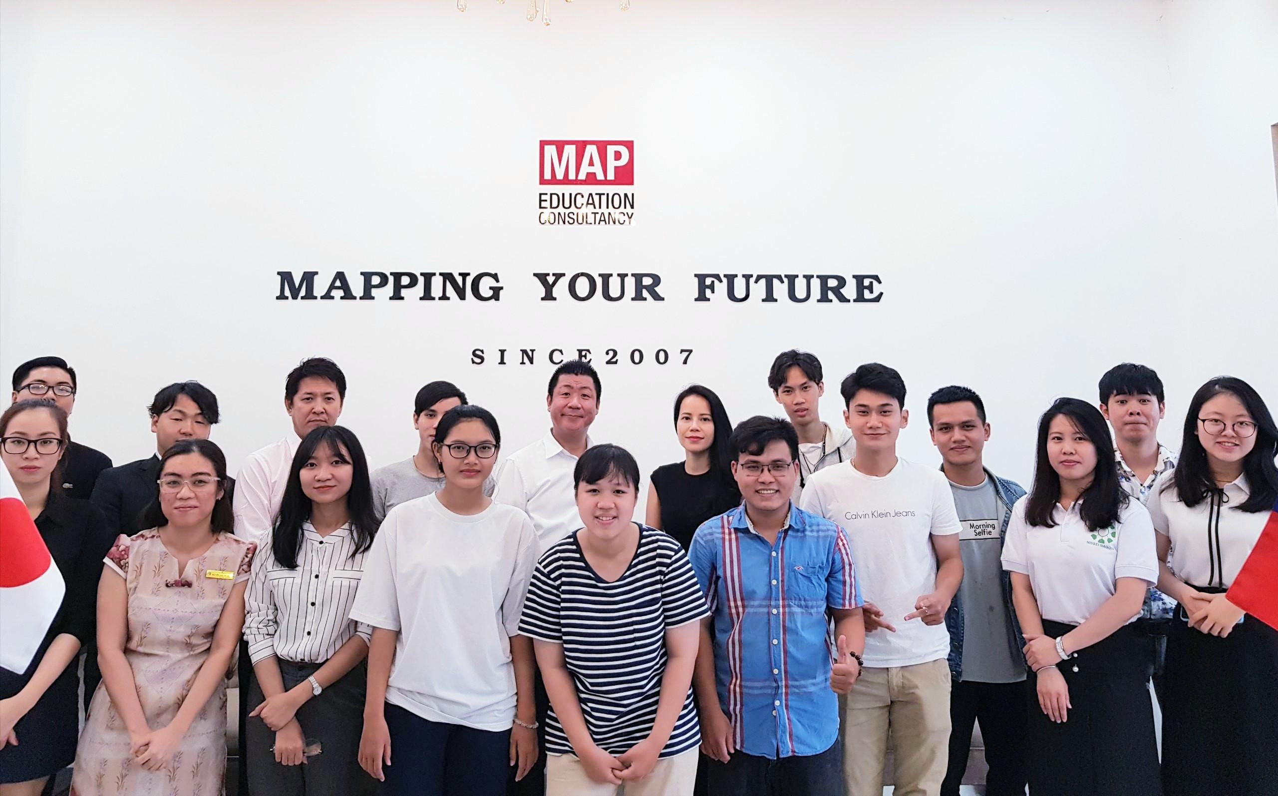 Thầy hiệu trưởng Kaneda Hashimune tại Nissei Nagoya trong chuyến thăm MAP Hồ Chí Minh và giao lưu với sinh viên