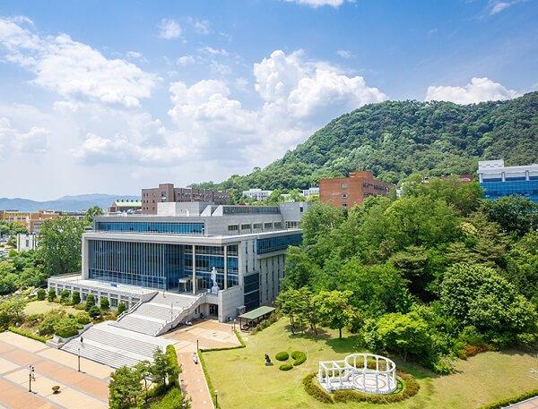 Thư viện Ilsong nổi tiếng trong khuôn viên trường