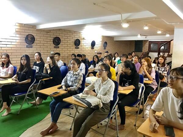 Sinh viên tham gia buổi hội thảo hướng dẫn chinh phục kỳ thi TOPIK