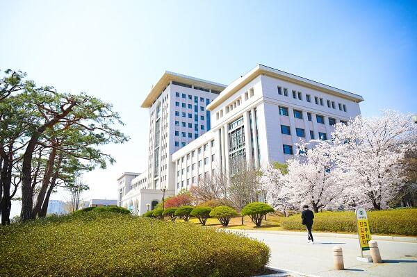 Tòa học xá chính tại trường đại học SunMoon