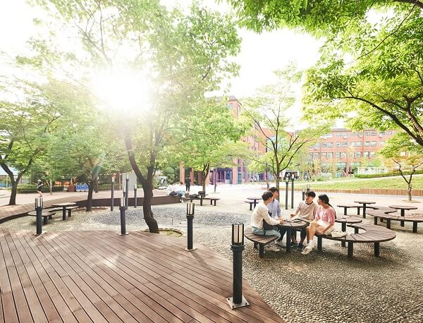 Khuôn viên Kwangwoon University xanh mát vào mùa hạ