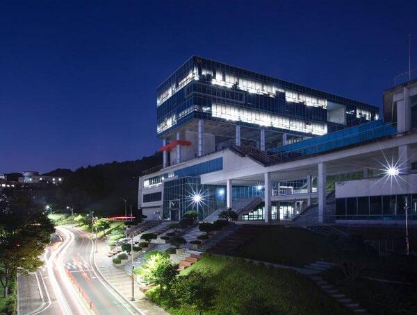Đại Học Giao thông Quốc gia Hàn Quốc lung linh vào buổi đêm