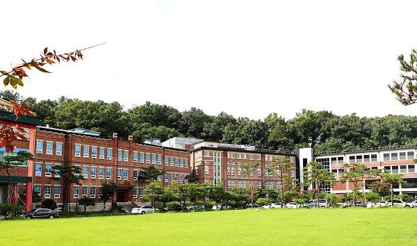 Khuôn viên trường học đẹp cổ kính