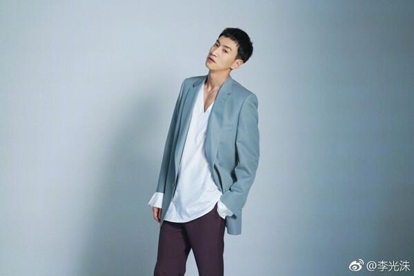 Diễn viên Lee Kwang Soo tốt nghiệp từ Học viện Truyền thông và Nghệ thuật Dong-ah