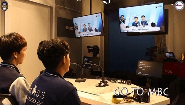 Sinh viên Học viện Truyền thông và Nghệ thuật Dong-ah trong buổi trải nghiệm tại Đài truyền hình MBC