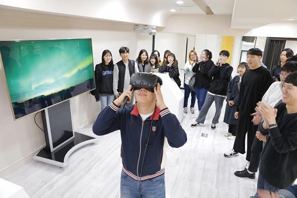 Sinh viên đại học Gwangju trải nghiệm lớp học thực tế ảo