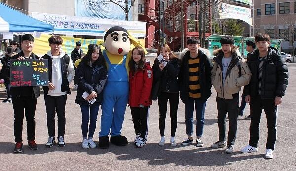 Sinh viên quốc tế tham gia lễ hội trường đại học Mokwon Hàn Quốc