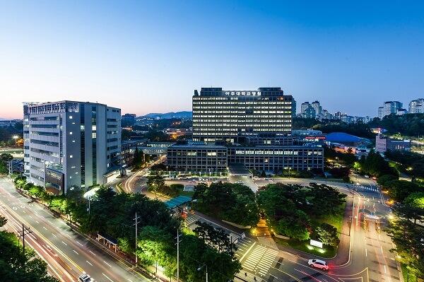 Trường Ajou Hàn Quốc vào buổi tối