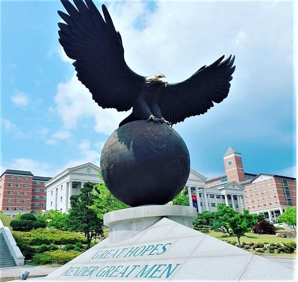 Đại bàng - Biểu tượng của Kyungbok University