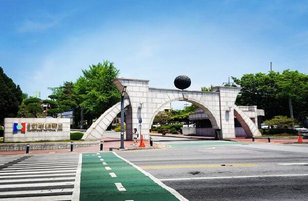 Cổng trường Đại học quốc gia Hankyong Hàn Quốc