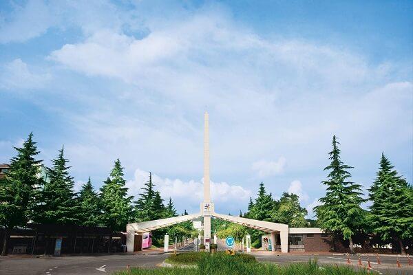 Cổng trường Gangeung Wongju Hàn Quốc