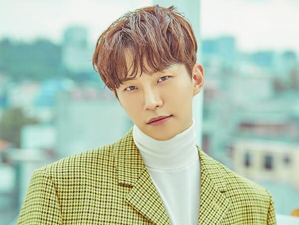 Lee Junho 2PM là sinh viên tiêu biểu của trường