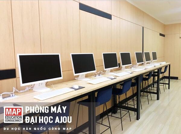 Phòng máy tính hiện đại tại ĐH Ajou