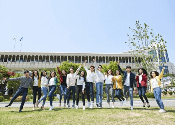 Một số sinh viên tiêu biểu của Đại học Thần học Seoul