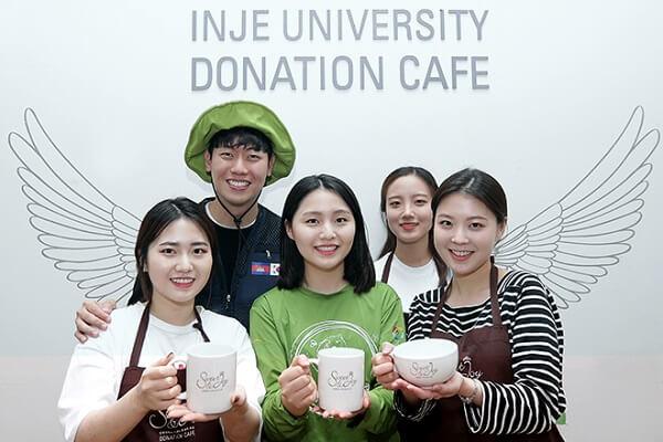 Sinh viên trường Đại học Inje tham gia hoạt động tình nguyện