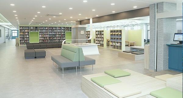 Thư viện hiện đại với hàng nghìn đầu sách