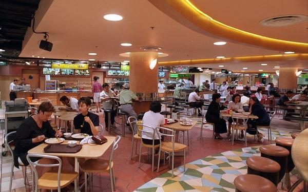 Chi phí một bữa ăn tại khu Foodcourt dao động từ 5 - 7 SGD