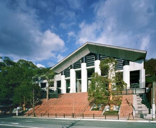 Đại học Nghệ thuật và Thiết kế Kyoto - nơi có nhiều giảng viên giàu kinh nghiệm giảng dạy sinh viên du học Nhật ngành mỹ thuật