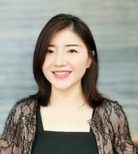 Diễn giả Cô Shelley Wang đến từ trường Đại học James Cook Singapore