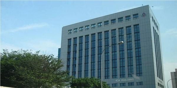 Sinh viên nhận Student Pass tại tòa nhà ICA