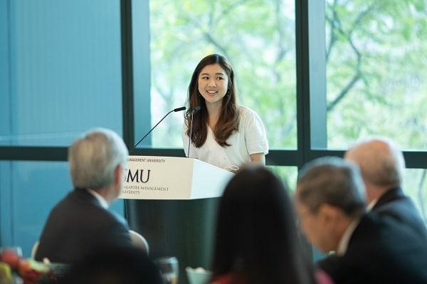Sinh viên phải vượt qua vòng phỏng vấn với đại diện trường SMU Singapore